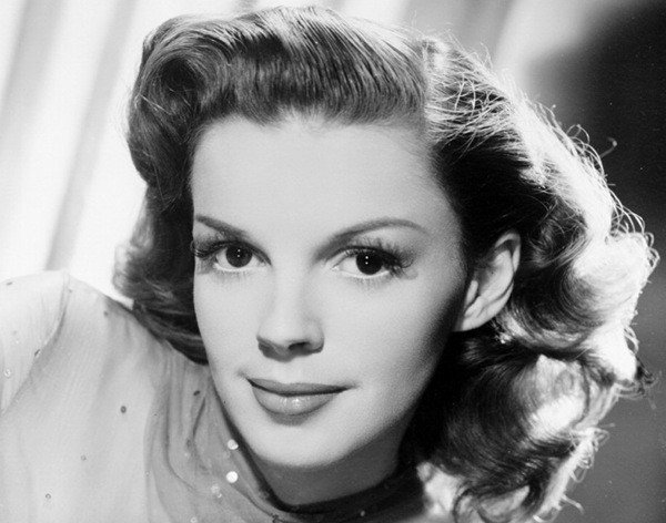 Judy Garland has the classic Cancer face. Cancer Rising, Venus in the first house, Sun Gemini